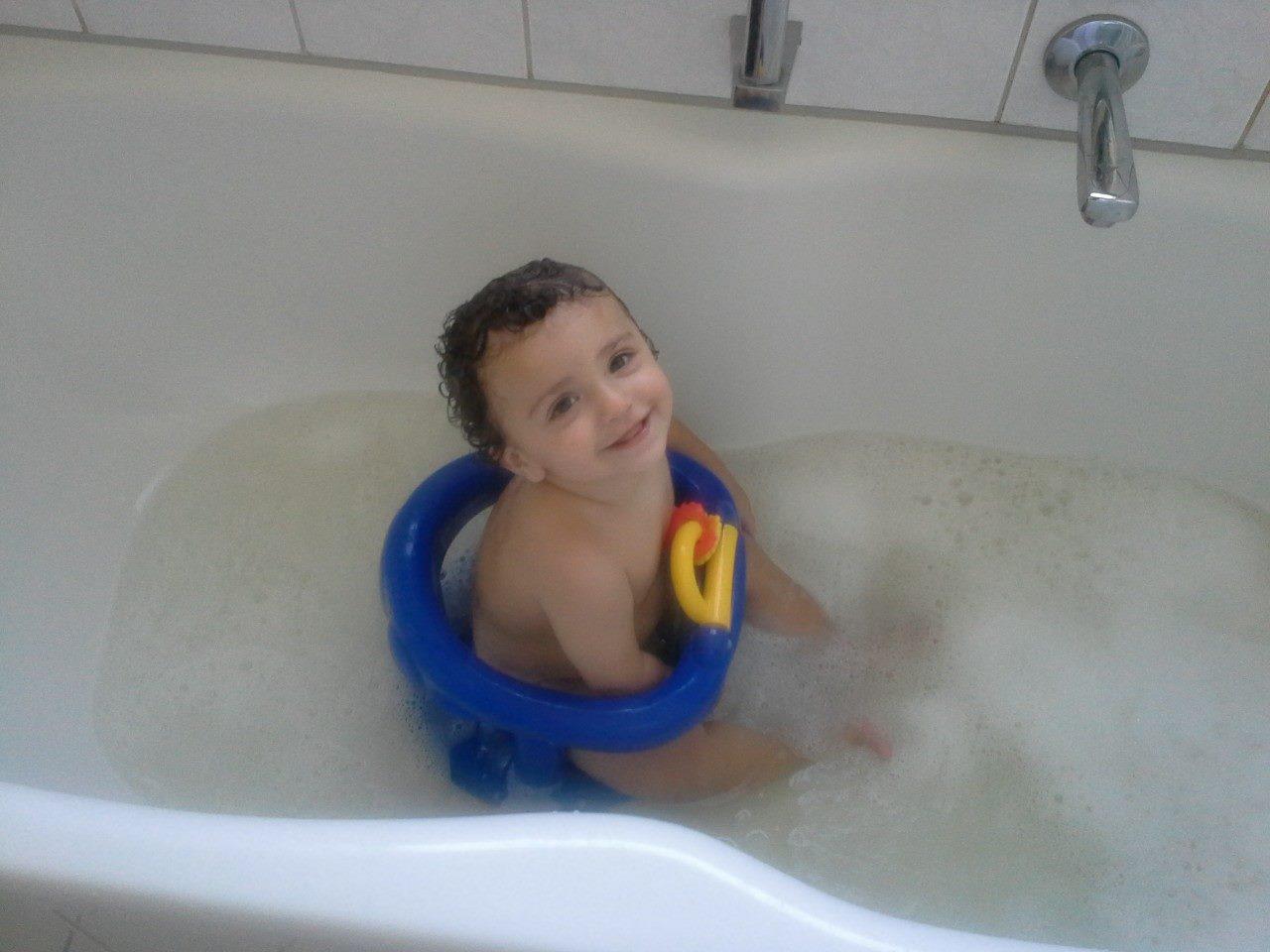 Il primo bagnetto del neonato il bagnetto fasciatoio